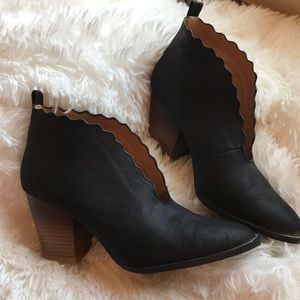 Qupid Scalloped Booties size 8